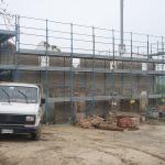 Montaggio impalcatura di cantiere e demolizione solai interni