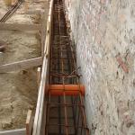 Cordoli di sottondazione: inserimento di tubazione per areazione solaio interno