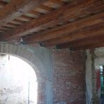 Rifacimento solaio del piano primo con travi in legno massello, filetti e pianelle