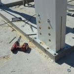 Particolare piastra di fissaggio dei pilastri in legno su solaio piano secondo